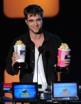 Rob_attends the 2010 MTV Movie Awards at Gibson Amphitheatre on June 6, 2010 in Universal City, California._472_600_7_6_2010 _ 14_53_09_001